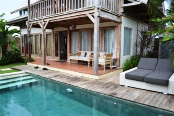 wooden villa for rent in Canggu