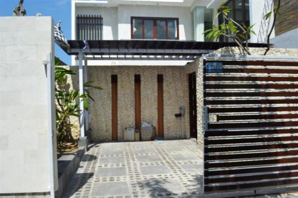 Villa for sale in Canggu near Near Berawa beach – VJ1002