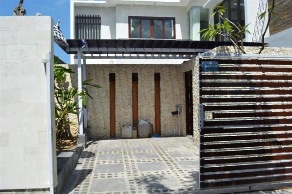 Villa for sale in Canggu near Near Berawa beach – VJ1002