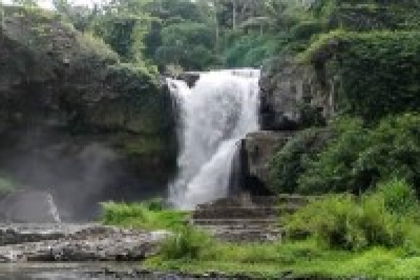 TEGENUNGAN WATERFALL AT GIANYAR